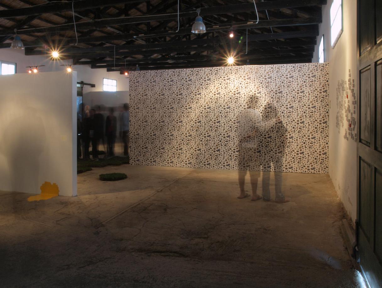 Papel de colgadura de objetos quemados, 2006